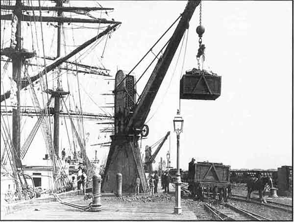 Hydraulic crane at the Dyke.