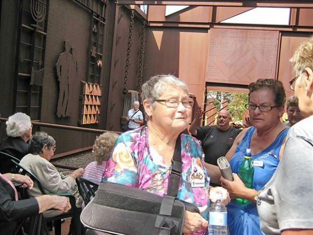 Lemon Tree Legacy President Doreen and Treasurer Lorraine chat to Peggy.